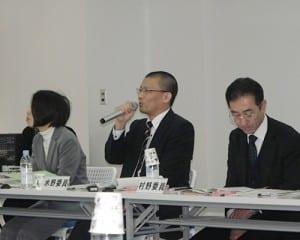 教委の立場から意見を表明する委員