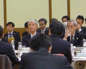 産業界や大学などの委員が議論を交わした産学官円卓会議