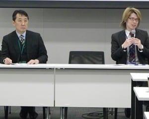 参加者と意見を交わす内田准教授(右)と庄古医師(左)