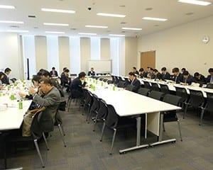 国会議員のほか有識者も出席した議連の総会
