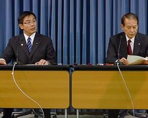 会議の内容について説明する馳浩文科相と鎌田薫座長