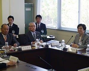 冊子では現場の課題に改善策を示す/横浜市教委定例会で