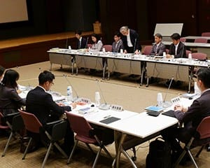 初会合が開かれた有識者会議