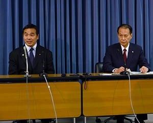 会議終了後に提言の内容について説明する馳文科相と鎌田座長
