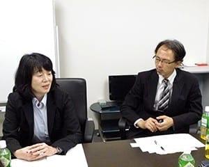 坂野主任教諭(左)と嵐主任教諭