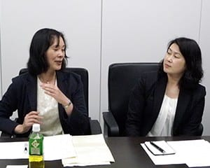栗原主幹教諭(左)と松井指導教諭