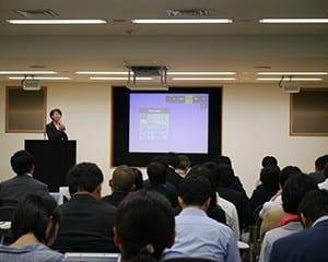 渡辺副代表幹事が今後の活動を説明