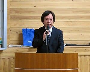小石川中等教育学校の取り組みを話す奈良本校長