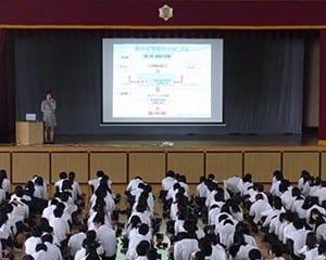熱中症のメカニズムなどで講演する福田さん