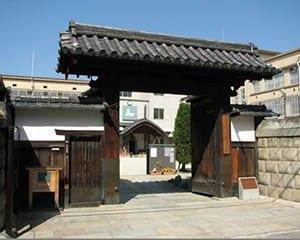 京都市学校歴史博物館の正門