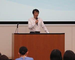 「教育の最新事情1」を受け持った勝野教授