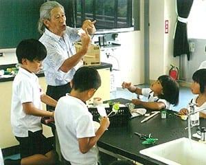 学校支援ボランティアでサマースクールの講師