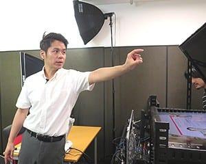 動画作成に使う機材の説明をする窪田講師