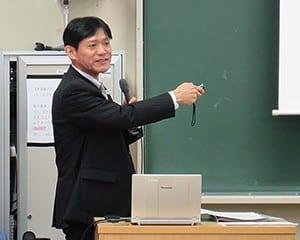ALと生徒指導との関係について話す藤平総括研究官