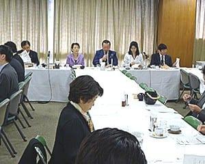 桜田新本部長の下で初めて開かれた教育再生実行本部