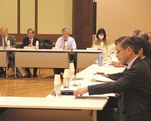 委員らは各報告への意見を出した