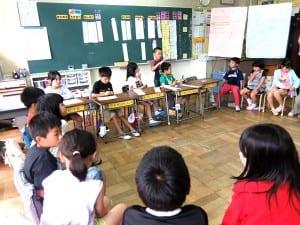 学級会は子供たちが意見を出し合い折り合いを付ける場と時間。互いの意見を尊重してこその集団作り
