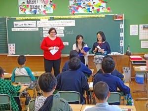 (左から)佐々木真智子教諭、丹野紋子教諭、小番雅和由利中学校教頭