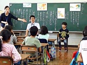 児童が演じづらい役割は、他の教師に依頼する