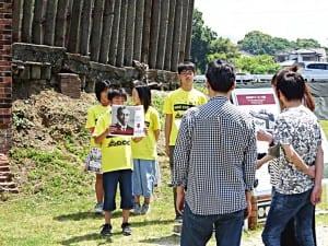 児童によるボランティアガイドの実践(駛馬北小学校)
