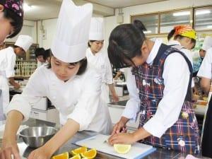 出張授業による調理実習