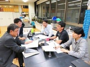 重要語リストの影響を議論する東京都生物教育研究会のメンバー
