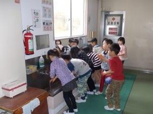 1年生から手洗いについて保健指導し、感染症を防いでいる