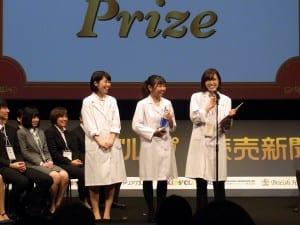 受賞を喜ぶ崇城大学のメンバー