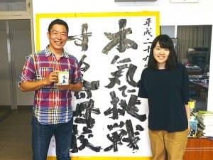 新陽高校では、大学生のインターンも受け入れている。荒井校長は「これも出会いと体験」と話す