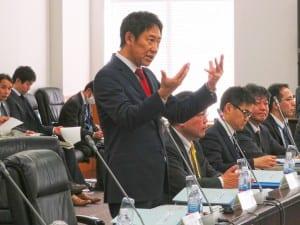 「教員の負担軽減が前提」と強調する鈴木長官