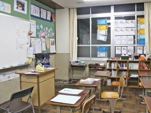 普通教室の3分の1ほどの小さな教室で、昼間部はスタートした