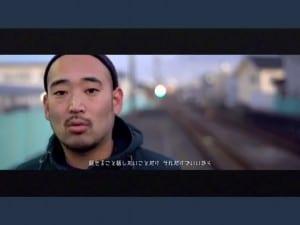 制作された動画で、ラップに乗せてメッセージを伝えるNAIKA MCさん