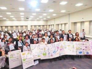 待機児童の解消や保育の質の改善を訴える参加者ら