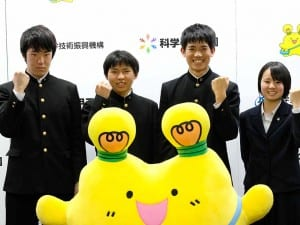 出場に向けて意気込む、埼玉県立浦和高校と米沢興譲館高校の生徒ら