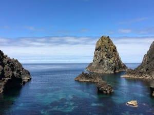 青い海に囲まれ、自然豊かな奥尻島