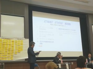 部活動問題を議論する神谷准教授(中央)ら