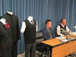 新しい制服の流通システムによる成果を説明する藤原校長