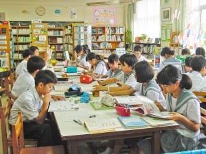図書館を利用する生徒が増えてきた