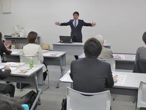 講話する田辺静岡市長