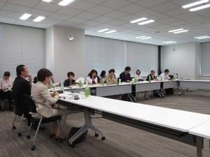 子供の貧困問題を議論する有識者会議