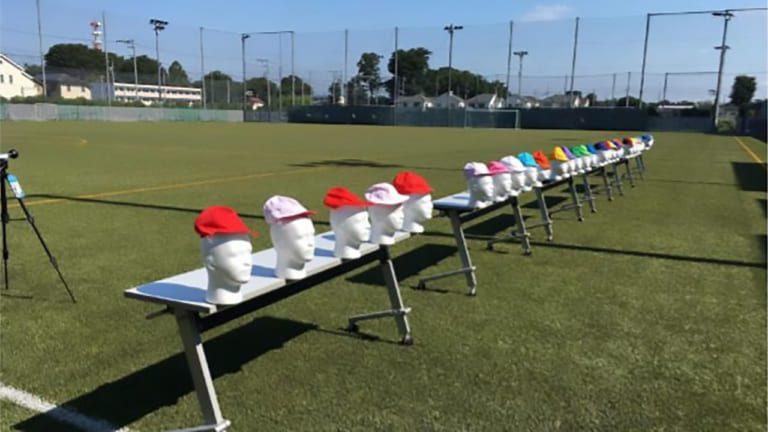 小学校で使われる赤白帽 赤は白より表面温度が10度高く